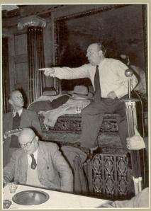 Ernst von Salomon beim Kölner Mittwochsgespräch 1951; Ernst von Salomon beim Kölner Mittwochsgespräch 1951; vorne sitzend Ernst Rowohlt